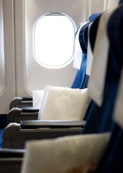 Jet airliner seats