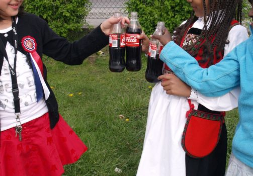girls with coca cola