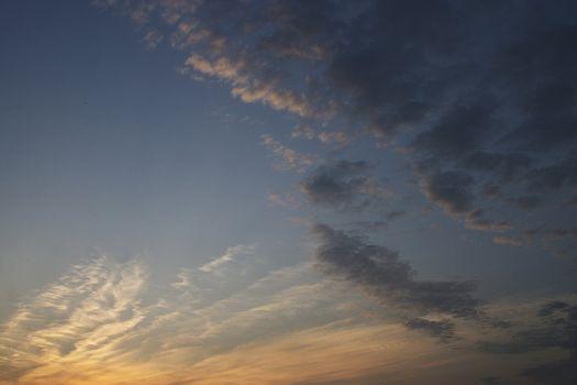 susnet fleecy clouds