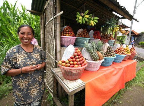Saleswoman of fruit. Bali. Inonesia