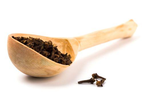 cloves on wooden spoon