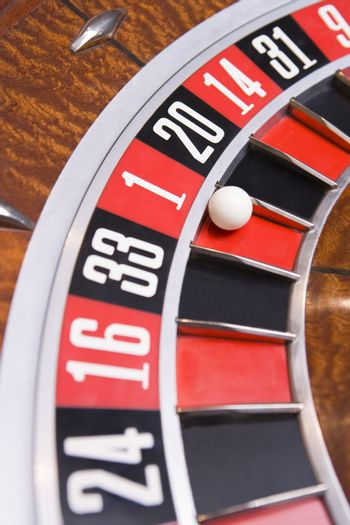 Roulette game wheel