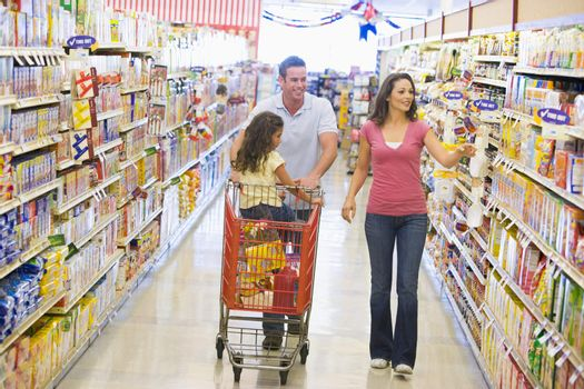 Family grocery shoppping