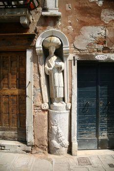 arab statue