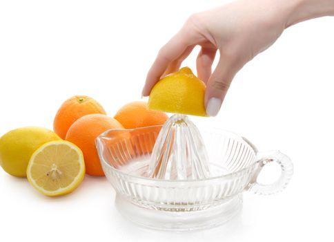extracting lemon uice