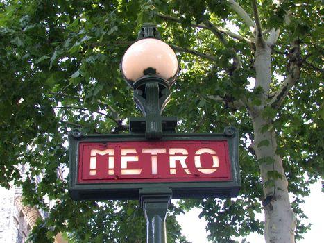 Metro sign i Paris