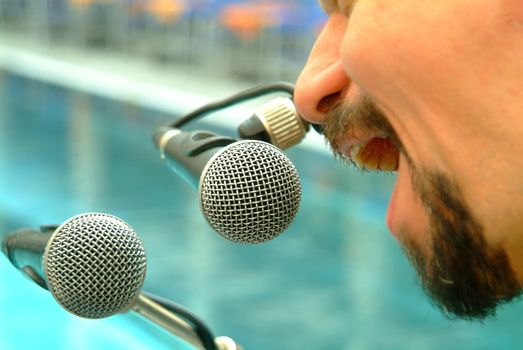 two microphones mit mann