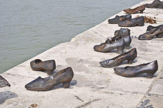 Memorial at the Danube