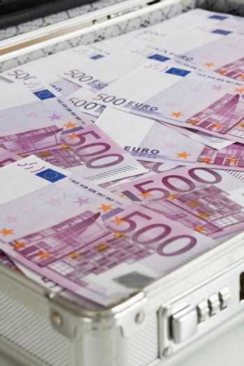 Briefcase full of 500 Euro banknotes