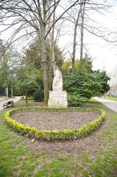 iradier statue