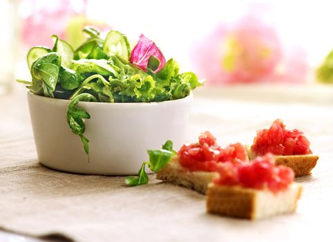 tomatoes toast and mix salad