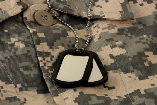 digital fatigue shirt camouflage  and dog tag chain