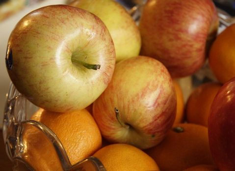 fresh fruit of apples and oranges in a dish closeup