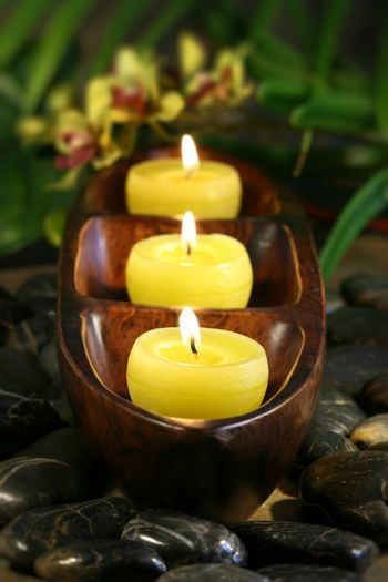 Spa candles with rocks for aromatherpy
