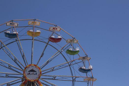 Ferris wheel on a buetiful summer day.