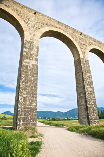great arch of aqueduct