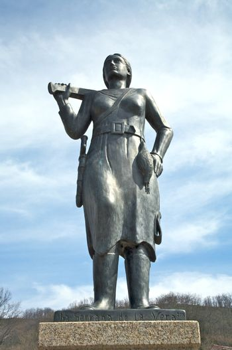huntress statue