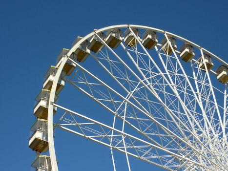 White wheel roundabout