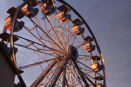 Ferris wheel in the early morning sunlight