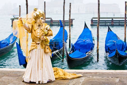 Gold in front of gondolas