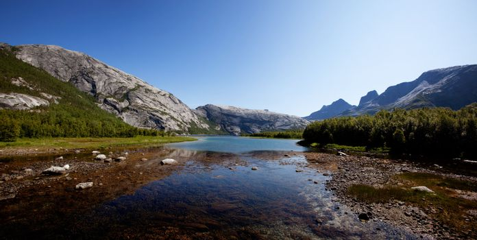 A lake landscape in northern Norway with moutains in the background