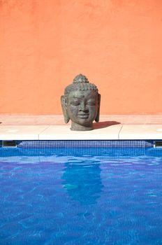 oriental head on pool