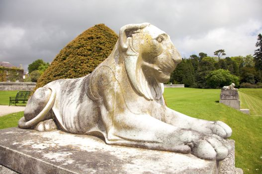 white lion sculpture
