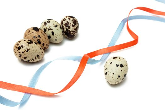 Five quail eggs and two color ribbons