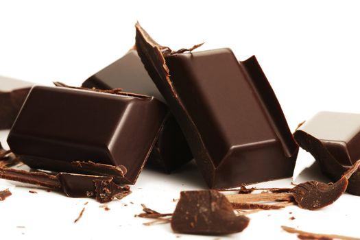 broken plain chocolate pieces