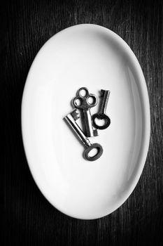 3 Keys in a Dish