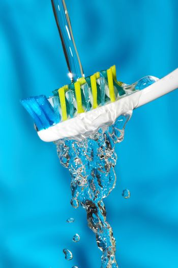 The dental brush on which flows water.