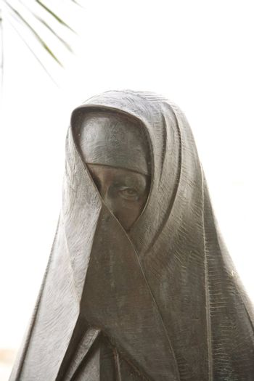 hidden women of Vejer sculpture