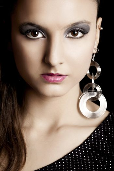 Close-up portrait of a beautiful fashion woman