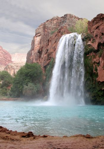 A view of the havasu waterfall within the grand canyon.