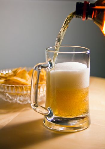 froth bubbles beauty in beer pour