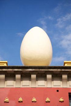 egg sculpture at Figueres