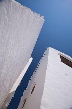 narrow way between buildings