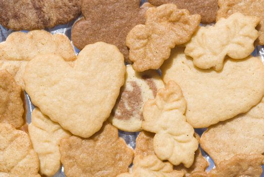 shortbread bottom with heart-shaped leaves