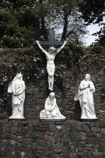 a statue of the crucifiction