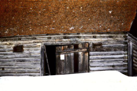 Abandoned pioneer barn in winter