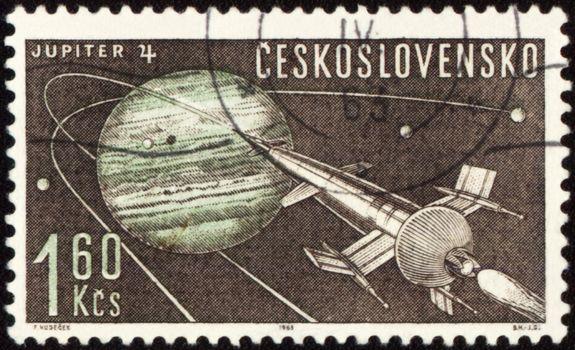 CZECHOSLOVAKIA - CIRCA 1963: A stamp printed in Czechoslovakia, shows Planet Jupiter and futuristic spaceship, series, circa 1963