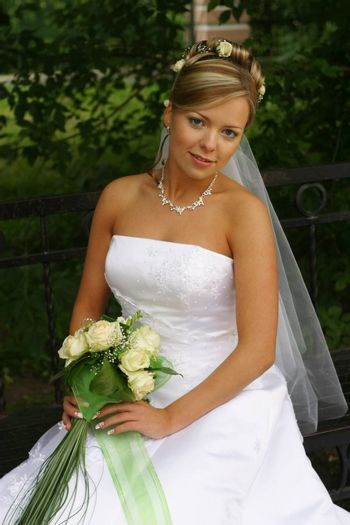 The beautiful bride with a bouquet from roses