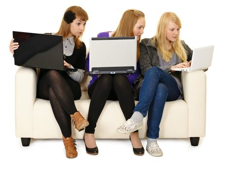 Social networks replace live communication for the youth