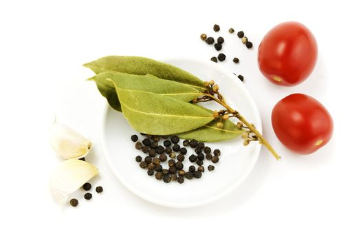 garlic, tomato, peppercorn and bay leaf