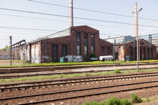 Railway electrification system supplies electrical energy to railway locomotives and multiple units