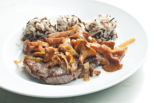 beefsteak with mushrooms and poultry ham