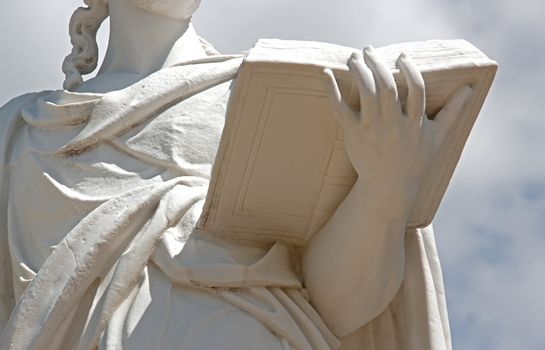 woman reading:  17th statue representing a woman who reads