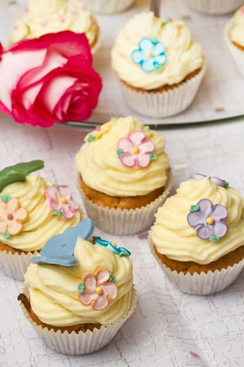 a group of decorated Cupcakes with pink rose