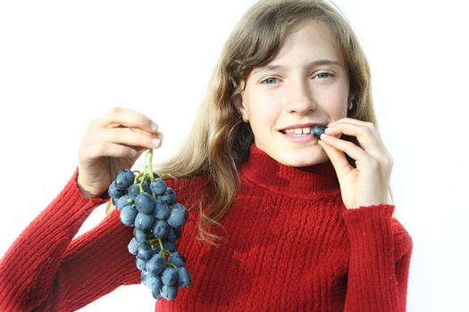 The nice girl wishes to eat juicy grapes