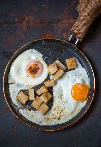 Scramble eggs with small toasted bread